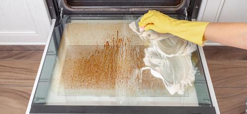 تمیز کردن درب شیشه ای فر